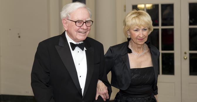 Warren Buffett  Astrid Menks-olycom-01-00220616000025h-kEHD--672x351@IlSole24Ore-Web