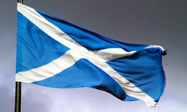 Bandiera scozzese. Croce bianca decussata su fondo azzurro.